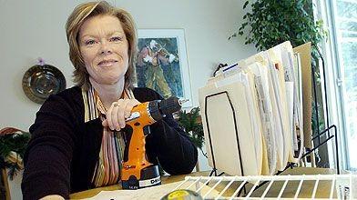 Outils de travail en main, Michèle Paris est...