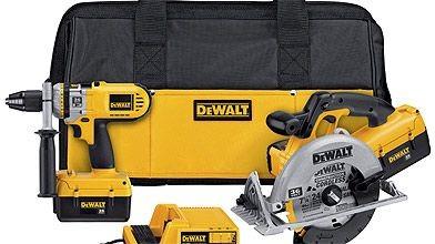 Un coffret multi-outils de marque Dewalt....