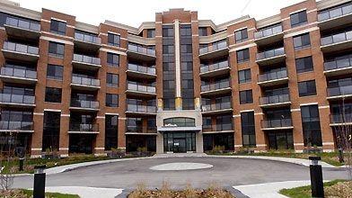 Le bâtiment, en forme de V, compte 106...