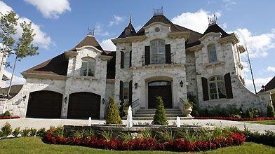 Un des maisons du promoteur Louis XVI, à...