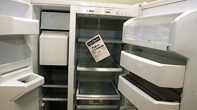 Un réfrigérateur affichant une étiquette Energy Star....