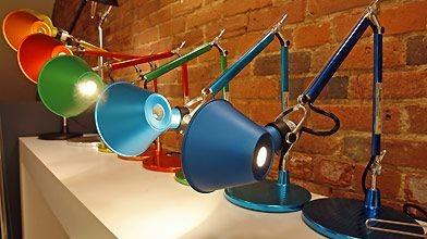 Une enfilade de lampes Tolomeo micro déclinées en...
