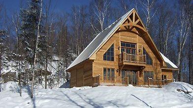 Maison en bois torréfié présentée par Diane Bergeron...