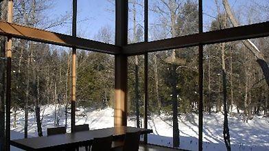 Bien orientées, de grandes fenêtres permettent de faire...