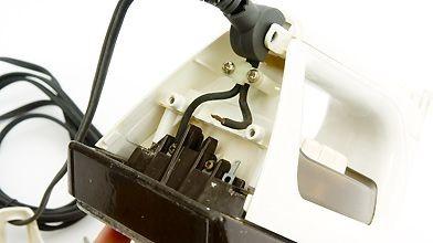 À l'intérieur de l'appareil, vérifiez si les branchements...