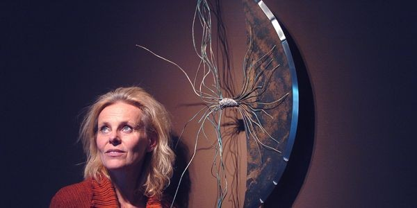 Chantal Gilbert devant L'Ère du Chaos.... (Jean-Marie Villeneuve, Le Soleil)