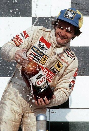 Gilles Villeneuve célèbre sa deuxième place au Grand Prix du Canada de 1979 avec un champagne hors de l'ordinaire. | 1 mars 2011