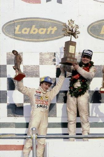 Gilles Villeneuve célèbre sur le podium au Grand Prix du Canada en 1979. | 1 mars 2011