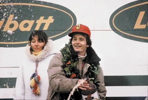 Gilles Villeneuve célèbre sa première victoire au Grand Prix du Canada en 1978 avec sa femme Joann. | 1 mars 2011