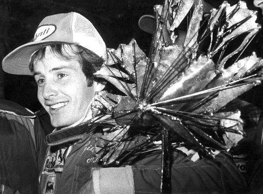 Gilles Villeneuve pose avec son trophée lors de la conférence de presse d'après-course au premier Grand Prix du Canada, en 1978. | 1 mars 2011