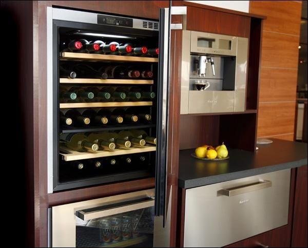 Le refroidisseur à vin Ariston, doté de deux... (Photo Robert Mailloux, La Presse)