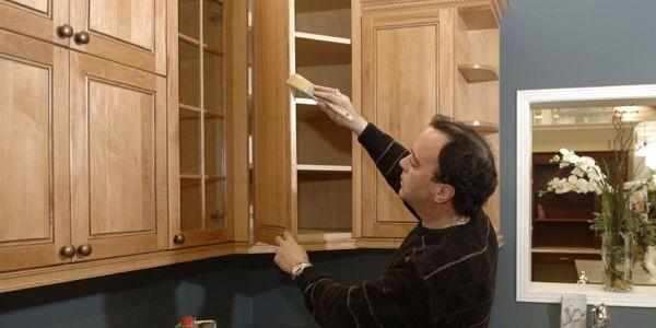 Rajeunir les armoires de ch ne raymond bernatchez le - Peindre des armoires en bois ...