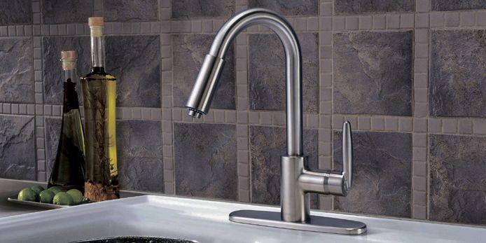 Le robinet-douchette Allora offre un style traditionnel, la... (Photo fournie par Delta)