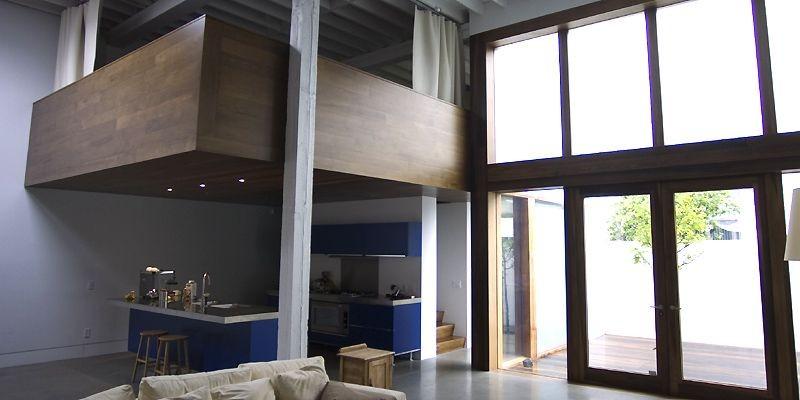 Les mezzanines s'accrochent discrètement aux colonnes existantes.... (Photo Ivanoh Demers, La Presse)