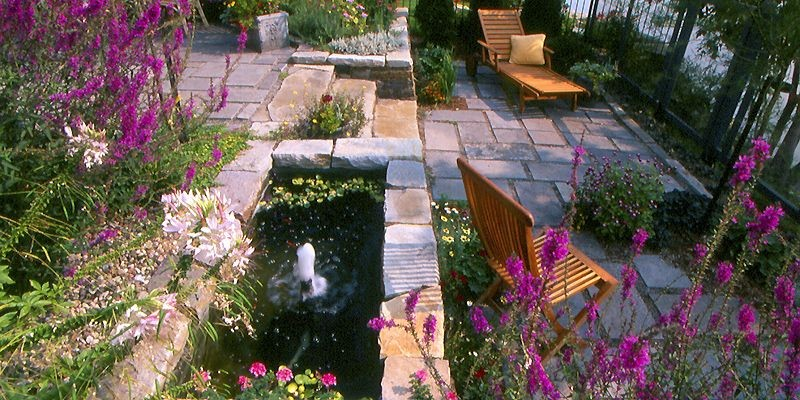 Bassin rectangulaire de bonnes dimensions, laissant quand même... (Photo fournie par Art & Jardins)