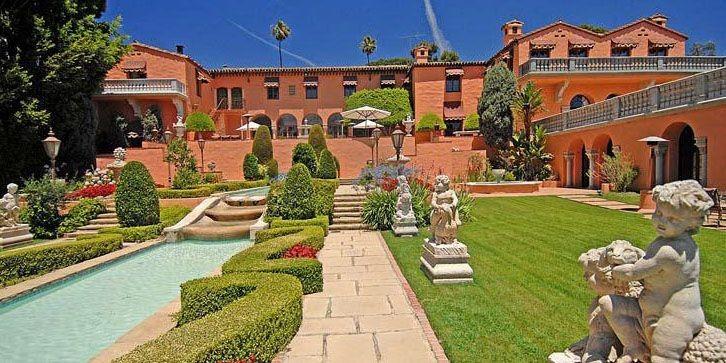 Le manoir compte 29 chambres, trois piscines, des... (Photo Westside Estate Agency/Bloomberg News)