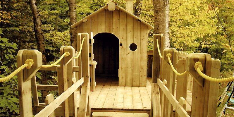 Cette cabane est reliée à une autre plateforme... (Photo fournie par Aménagement MR)