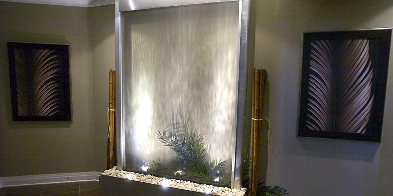 Un mur d'eau dans une pièce surprend le... (Photo Rémi Lemée, La Presse)