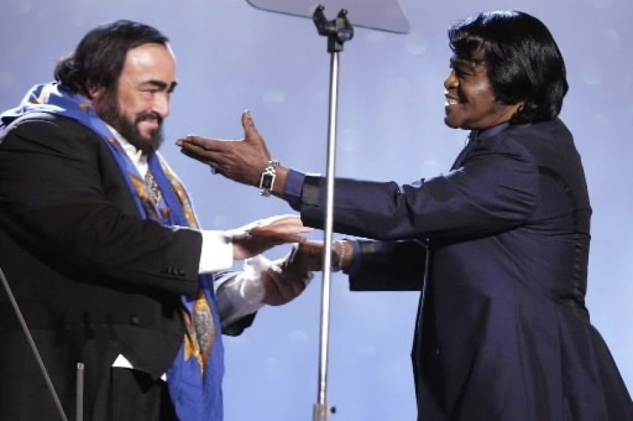 Luciano Pavarotti avec James Brown au concert de charité «Pavarotti and Friends 2002». | 1 mars 2011