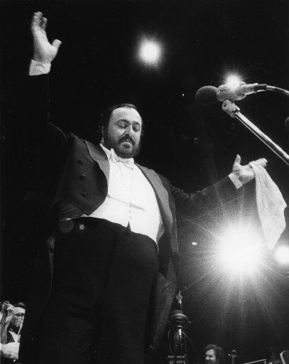 Luciano Pavarotti lors d\'un concert au Forum de Montréal en 1982. | 1 mars 2011