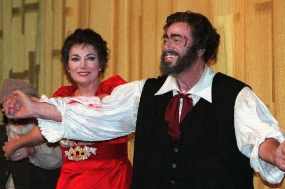 Luciano Pavarotti avec la soprano Carol Vaness lors d\'une représentation de l\'opéra «Tosca» au Metropolitan Opera de New York. | 1 mars 2011