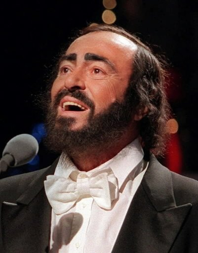 Luciano Pavarotti lors d\'une prestation à l\'émission «Saturday Night Live». | 1 mars 2011