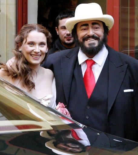 Luciano Pavarotti lors de son mariage avec Nicoletta Mantovani à Modène, en Italie, en 2003. | 1 mars 2011