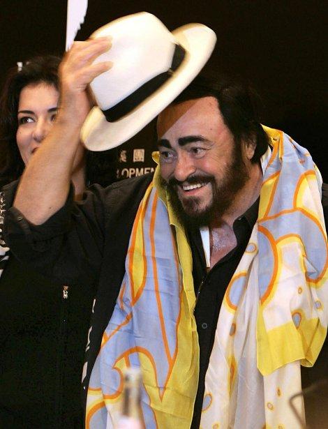 Luciano Pavarotti avant un concert à Hong Kong lors de sa tournée d\'adieu en 2005. | 1 mars 2011