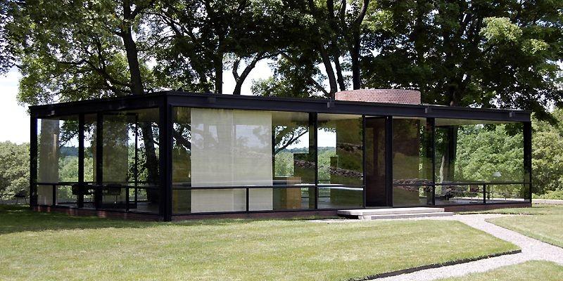 Curieux et adeptes d'architecture moderniste peuvent maintenant pénétrer... (Photo Lucie Lavigne, La Presse)