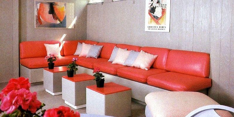 Un sous-sol gris et mandarine, avec table-cube en... (Photo: <i>Les idées de ma maison</i>, novembre 1986)