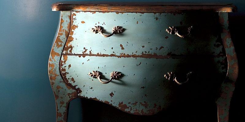 Commode turquoise prématurément vieillie grâce à une patine... (Photo fournie par Hanjel)