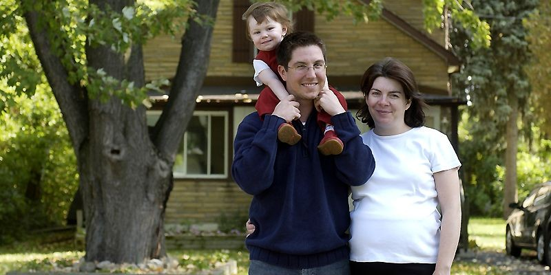 Éric Lebeuf et Gaëlle Bodin avec leur fille... (Photo Robert Skinner, archives La Presse)