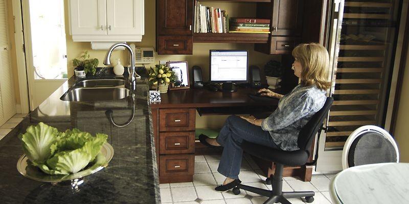 Nicole Faucher apprécie beaucoup avoir son ordinateur dans... (Photo Martin Chamberland, La Presse)