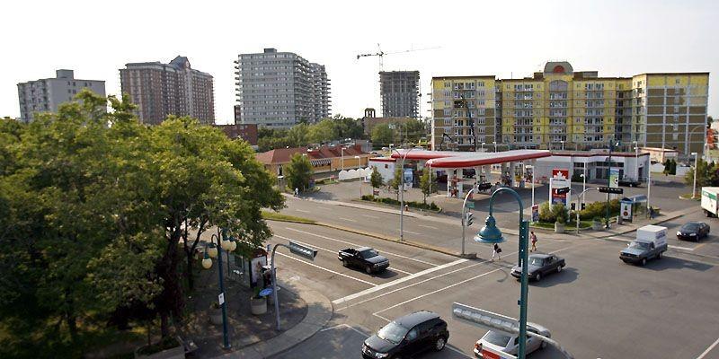 À l'angle des boulevards Lacordaire et Jean-Talon, plusieurs... (Photo Robert Mailloux, La Presse)