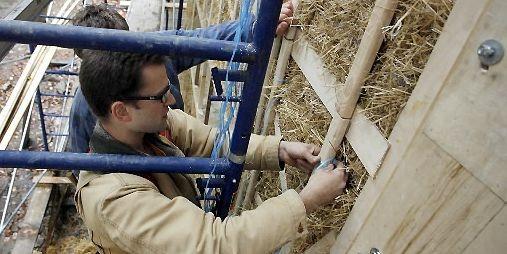 Travaux sur le chantier de construction d'une maison... (Photo François Roy, La Presse)