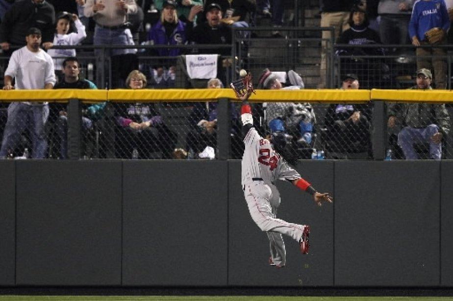 Manny Ramirez ne parvient pas à attraper cette balle. | 1 mars 2011