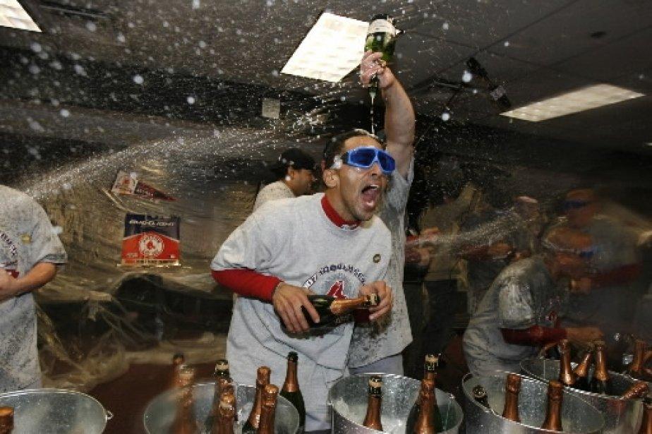 Julio Lugo n\'est pas le dernier quand il s\'agit de fêter. | 1 mars 2011