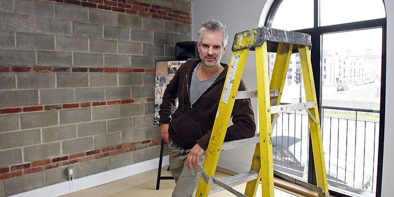 Le designer de mode Philippe Dubuc touche maintenant... (Photo Robert Mailloux, La Presse)