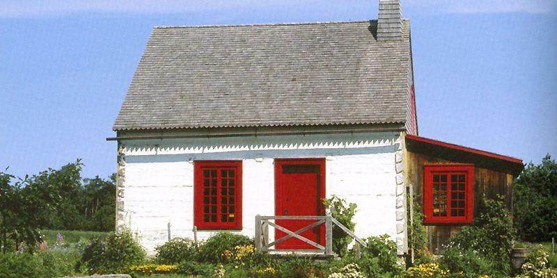 Inspirante cette maisonnette de pièce sur pièce, nichée... (Photo tirée du livre <i>Belles maisons québécoises</i>)