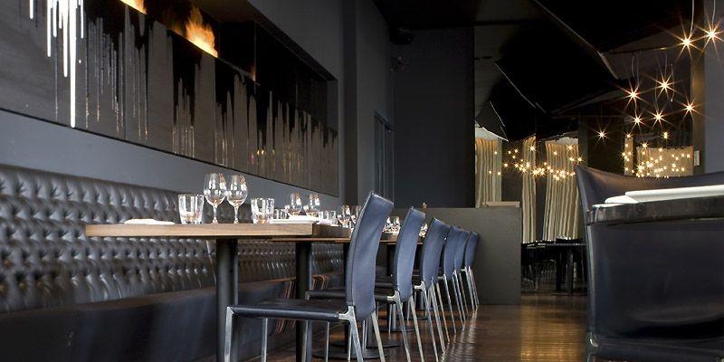 Noir et mystérieux, le design intérieur du restaurant... (Photo fournie par Créativité Montréal)