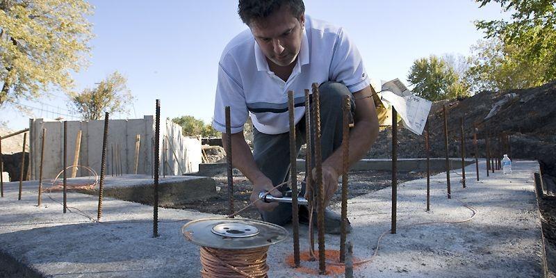Denis Brault tentera de traiter suffisamment les eaux... (Photo Patrick Sanfaçon, La Presse)