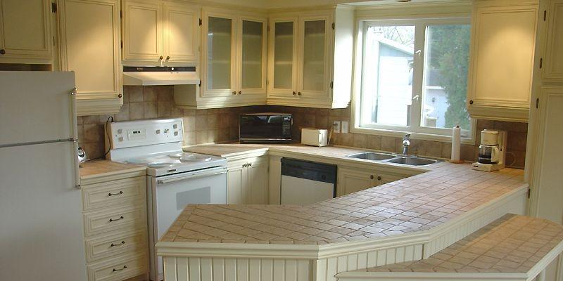 APRÈS: la nouvelle cuisine, qui semble plus spacieuse,... (Photo fournie par Armoire New Look)