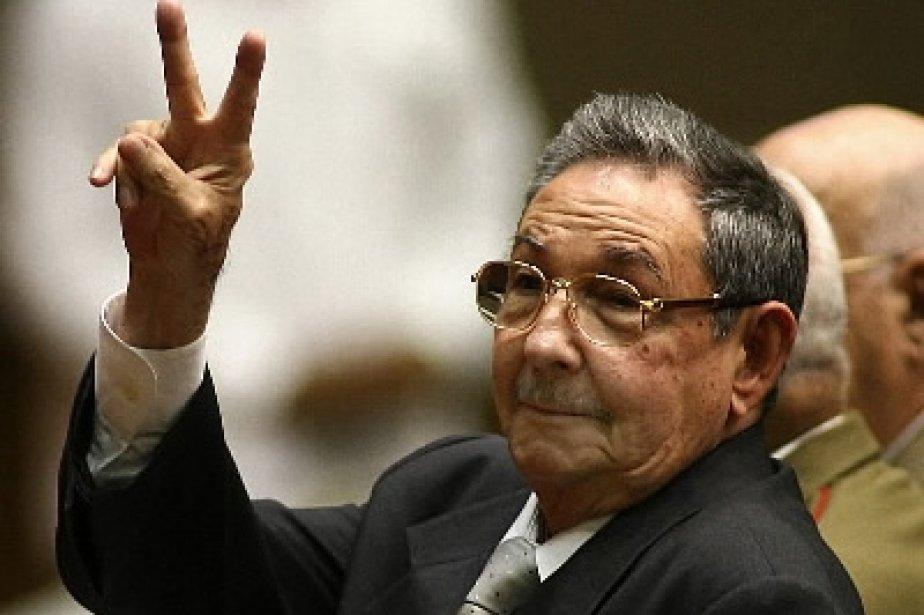 Raul Castro fait le V de la victoire... (AFP)