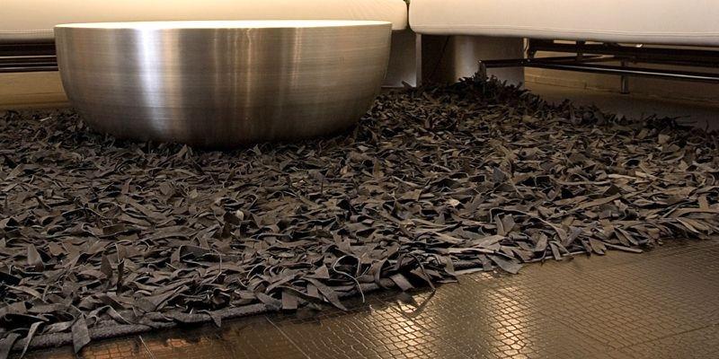 On peut appliquer les tuiles sur le plancher... (Photo fournie par EcoCoverings)