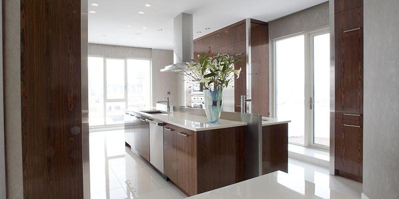 La cuisine est assez spectaculaire. Les armoires et... (Photo Armand Trottier, La Presse)