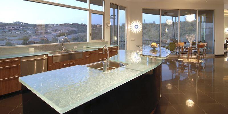 Les comptoirs en verre, créés par l'artiste-verrier Michel... (Photo fournie par ThinkGlass)