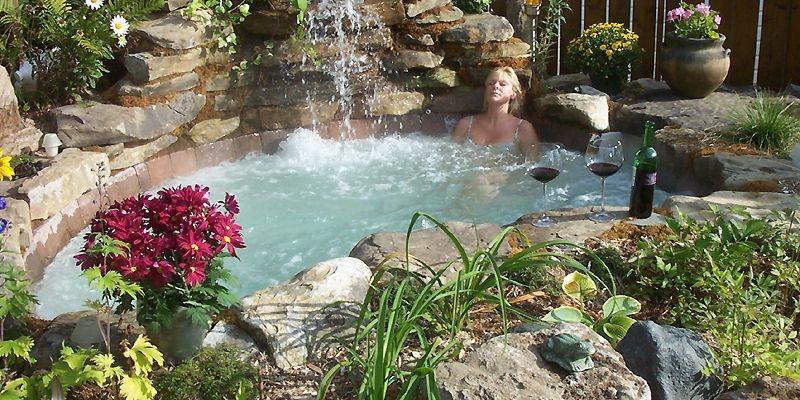 prendre son bain au jardin gilles angers piscines et spas. Black Bedroom Furniture Sets. Home Design Ideas