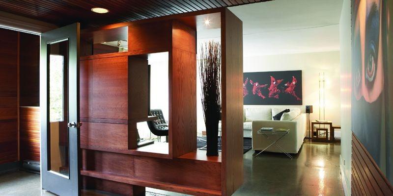Un meuble audio très architectural sépare le hall... (Photo: Camirand Photo)