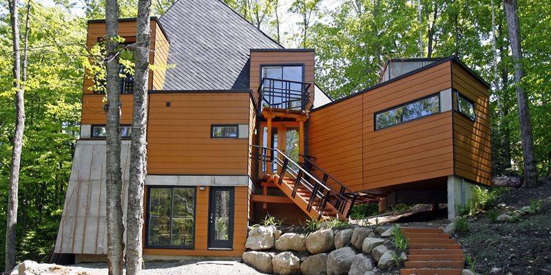 Sept conteneurs une maison carole thibaudeau maisons for Construire sa maison sur un terrain agricole