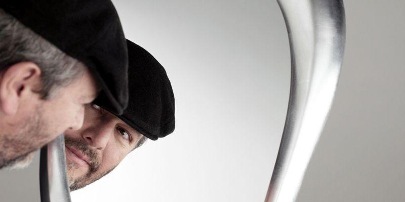 Miroir «L'Oreille qui voit» conçu par Philippe Starck... (Photo fournie par XO Legende)